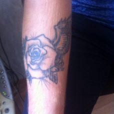 """Татуировка на руке """"Роза"""""""