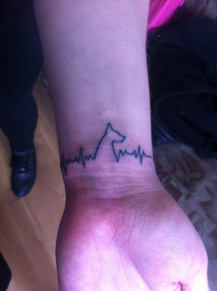 Татуировка любительницы доберманов
