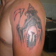 Тату воин на плече