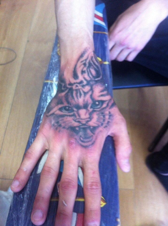 Татуировка на кисти