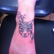 Лисичка на милой женской ножке - модная татуировка