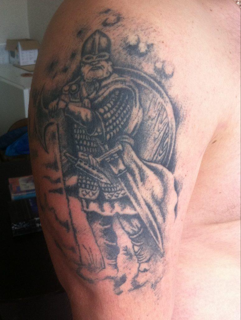 Древнерусский воин на плече