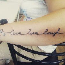 Татуировка на женской руке